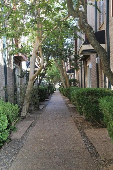 Forest Oaks Apartments 3600 W T C Jester Blvd Houston Tx 77018