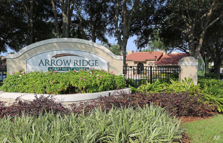 Building Photo - Arrow Ridge