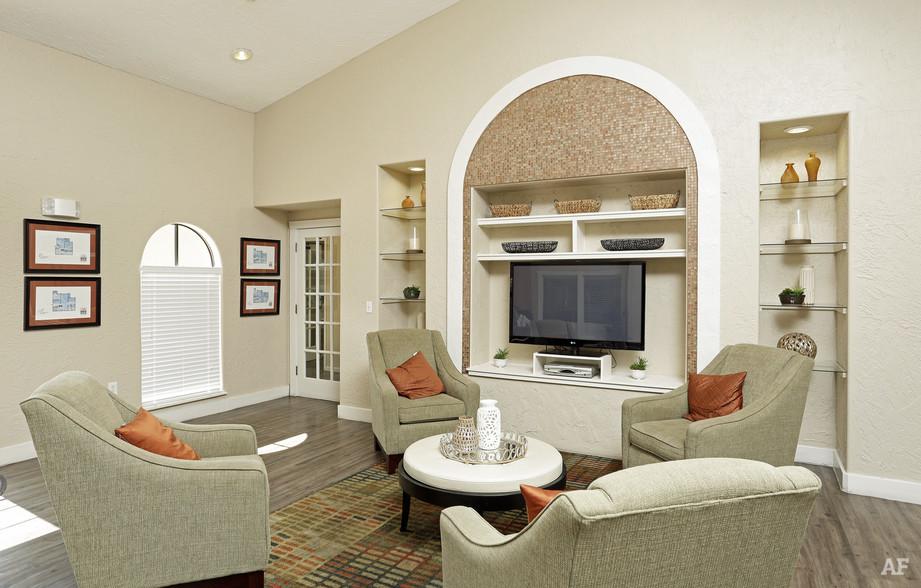 Interior Photo - Arrow Ridge
