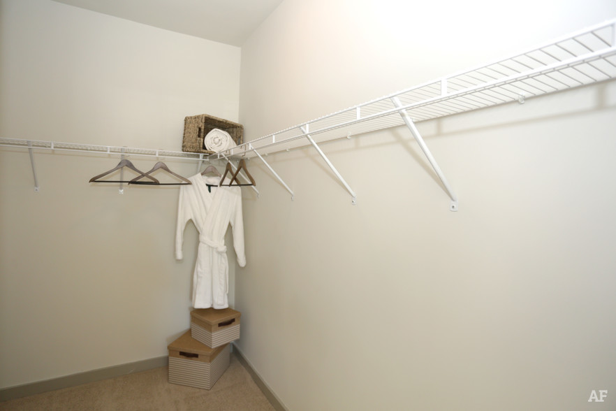2BR, 2BA - 1,224 SF - THE MERIDIAN AT REDWINE