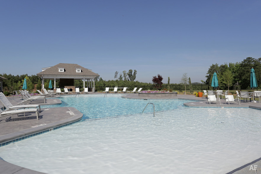 Pool - THE MERIDIAN AT REDWINE