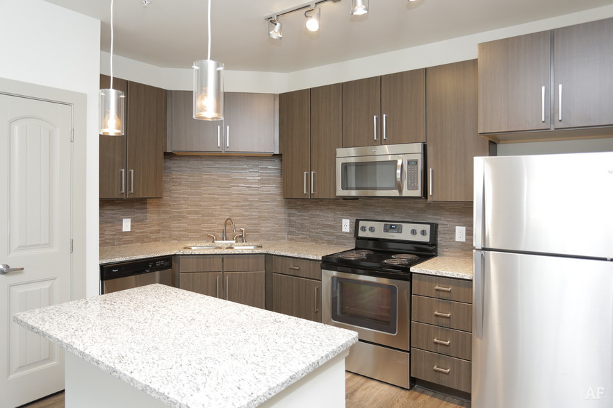 1BR, 1BA - 743 SF - THE MERIDIAN AT REDWINE