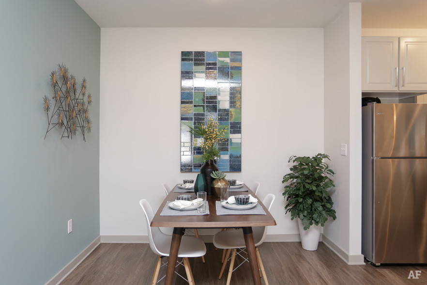 2BR, 2BA - 1,124 SF - THE MERIDIAN AT REDWINE