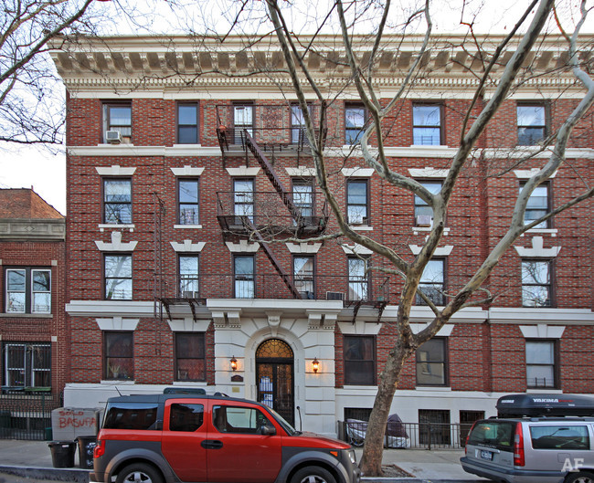 Primary Photo - 427 Dean St