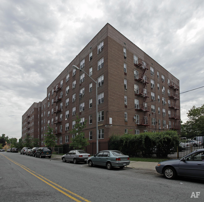 Park Hill I Apartments | 140-180 Park Hill Ave, Staten