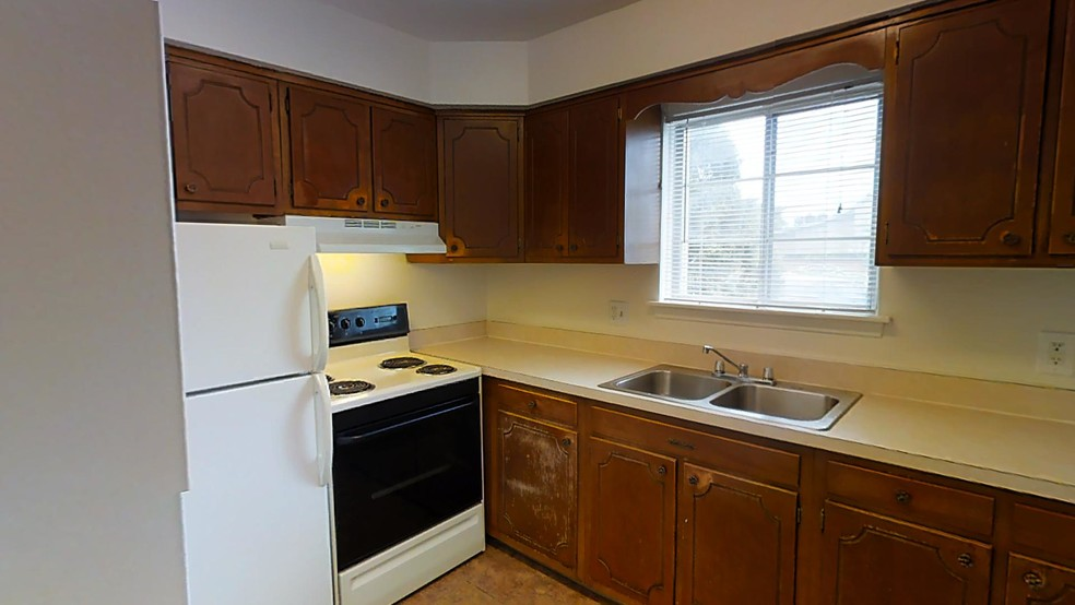 2BR, 1BA - SF 670 - Georgetown Manor Apartments