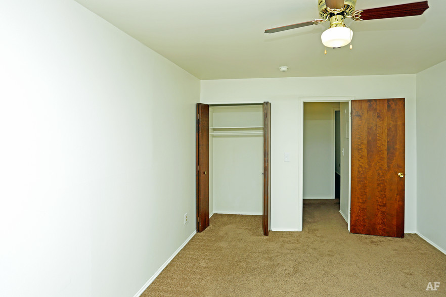 2BR, 1BA - Georgetown Manor Apartments