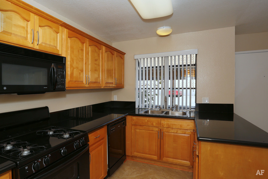 Canyon Crest Village Apartments | 5200 Chicago Ave ...