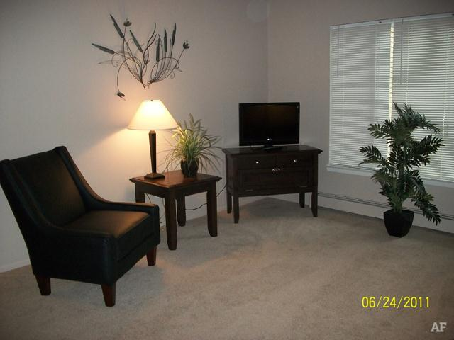 Living Room - Wildwood Apartments