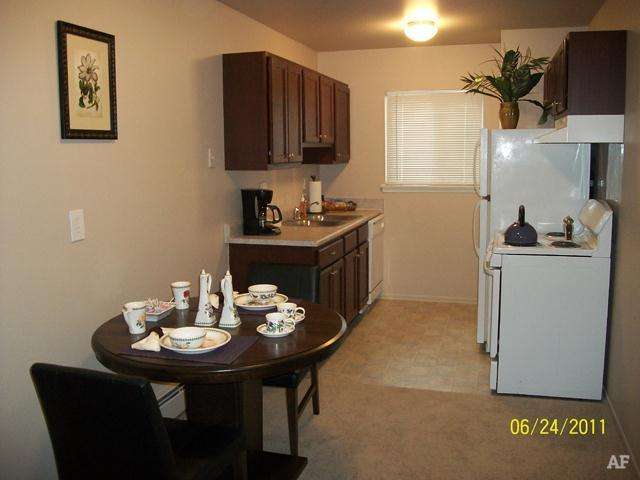 Eat-in Kitchen - Wildwood Apartments