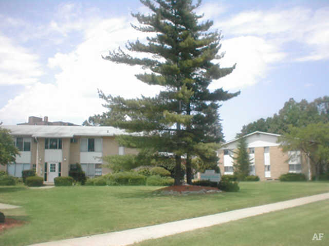 Courtyard - Wildwood Apartments