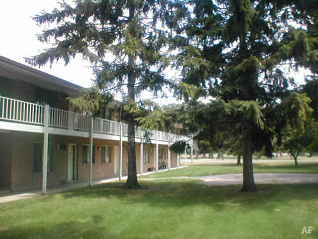 Yard - Wildwood Apartments