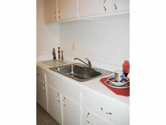 Kitchen - Hawthorne Club Apartments