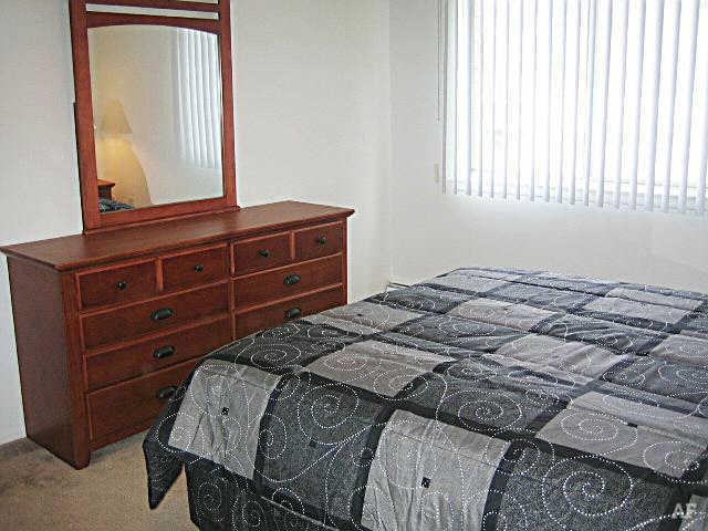 Bedroom - Hawthorne Club Apartments