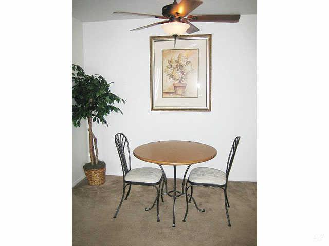 Dining Room - Hawthorne Club Apartments