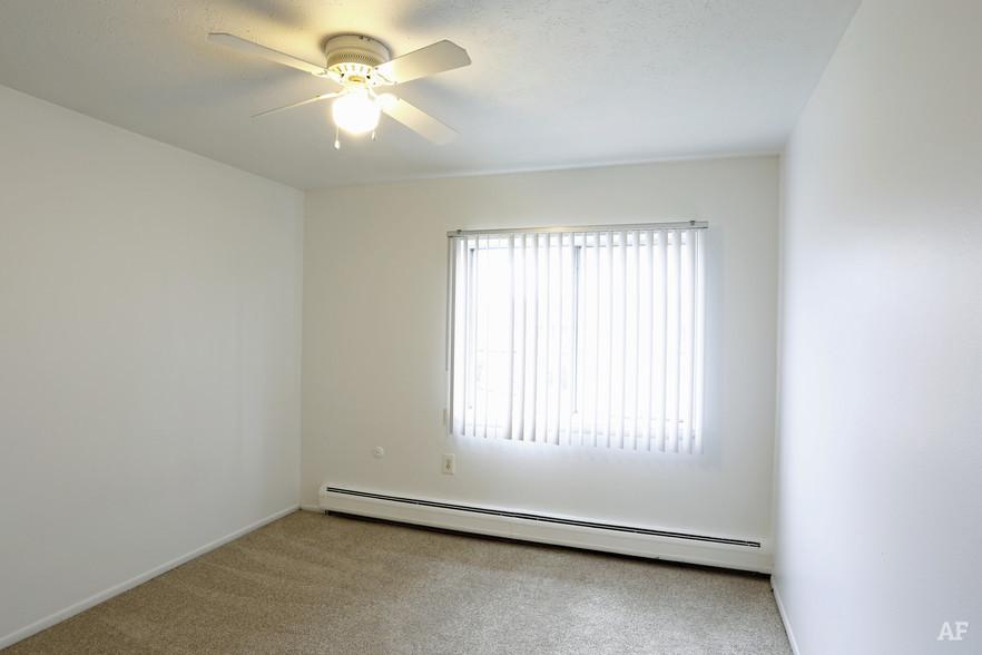 Two Bedroom - Bedroom - Hawthorne Club Apartments