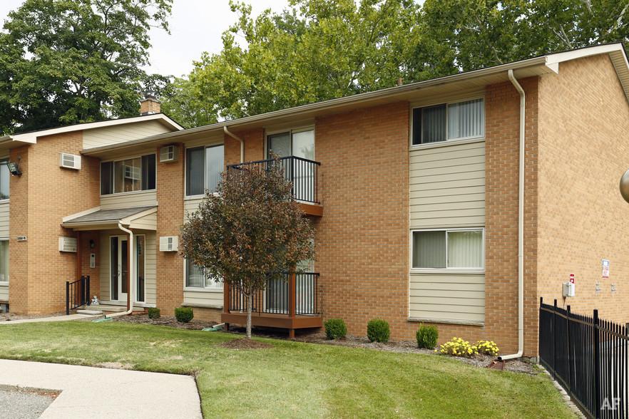 Building Photo - River Bend Apartments