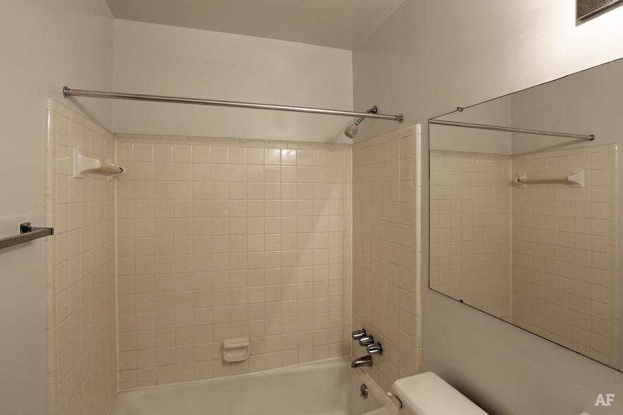 One Bedroom - Bathroom - River Bend Apartments