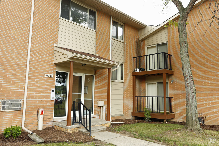 Building - River Bend Apartments