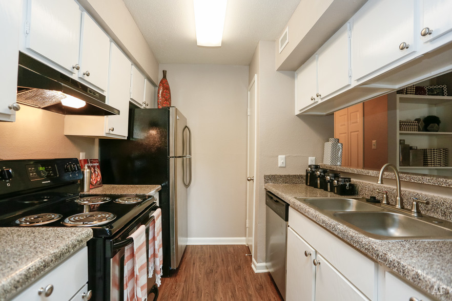 1BR, 1BA - A2 - Kitchen - Oaks of Westchase