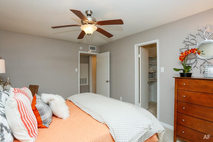1BR, 1BA - A2 - Bedroom - Oaks of Westchase