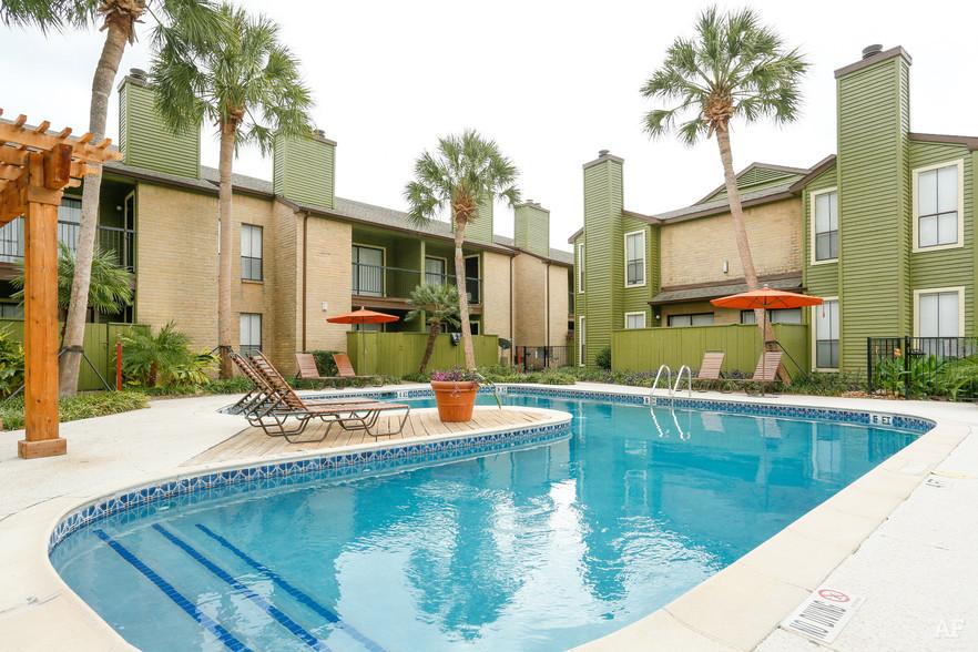 Pool - Oaks of Westchase