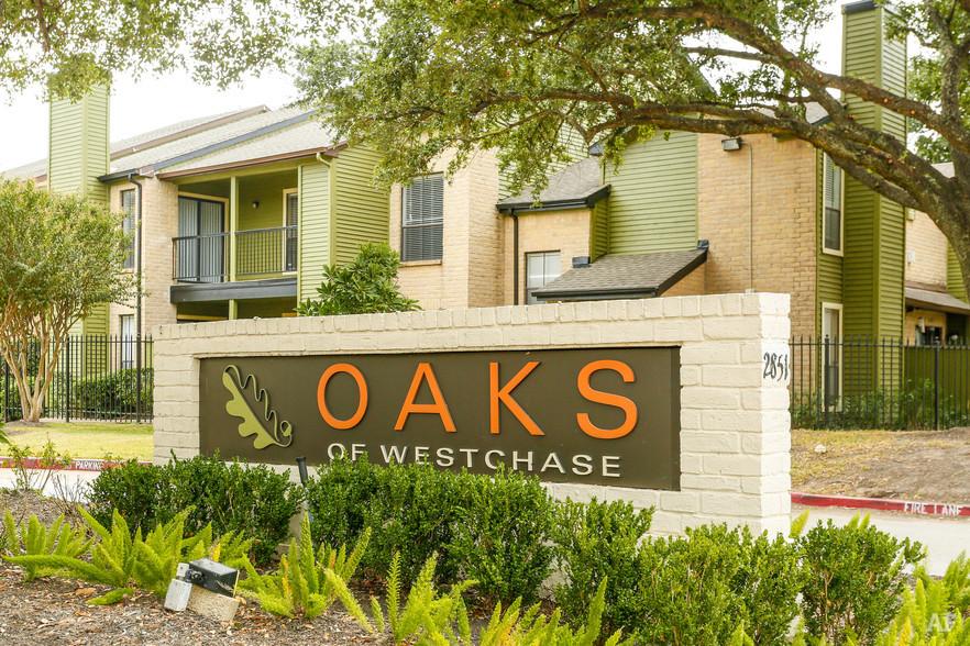Entrance - Oaks of Westchase