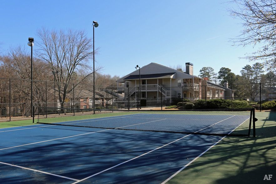 Tennis court - The Crossings