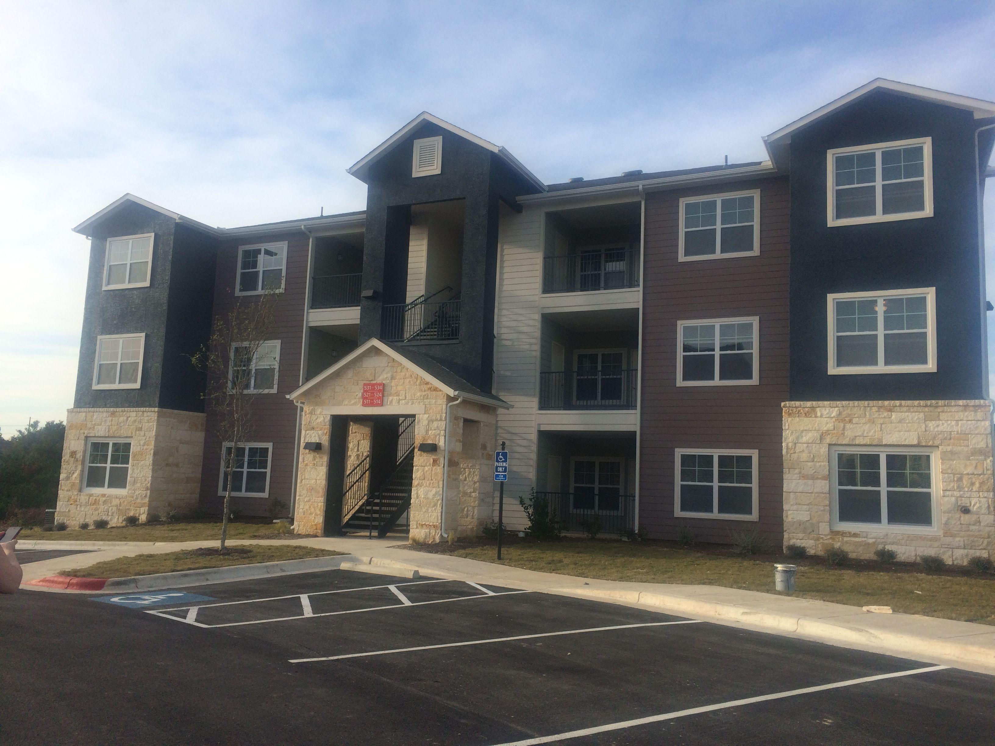 William Cannon Apartment Homes