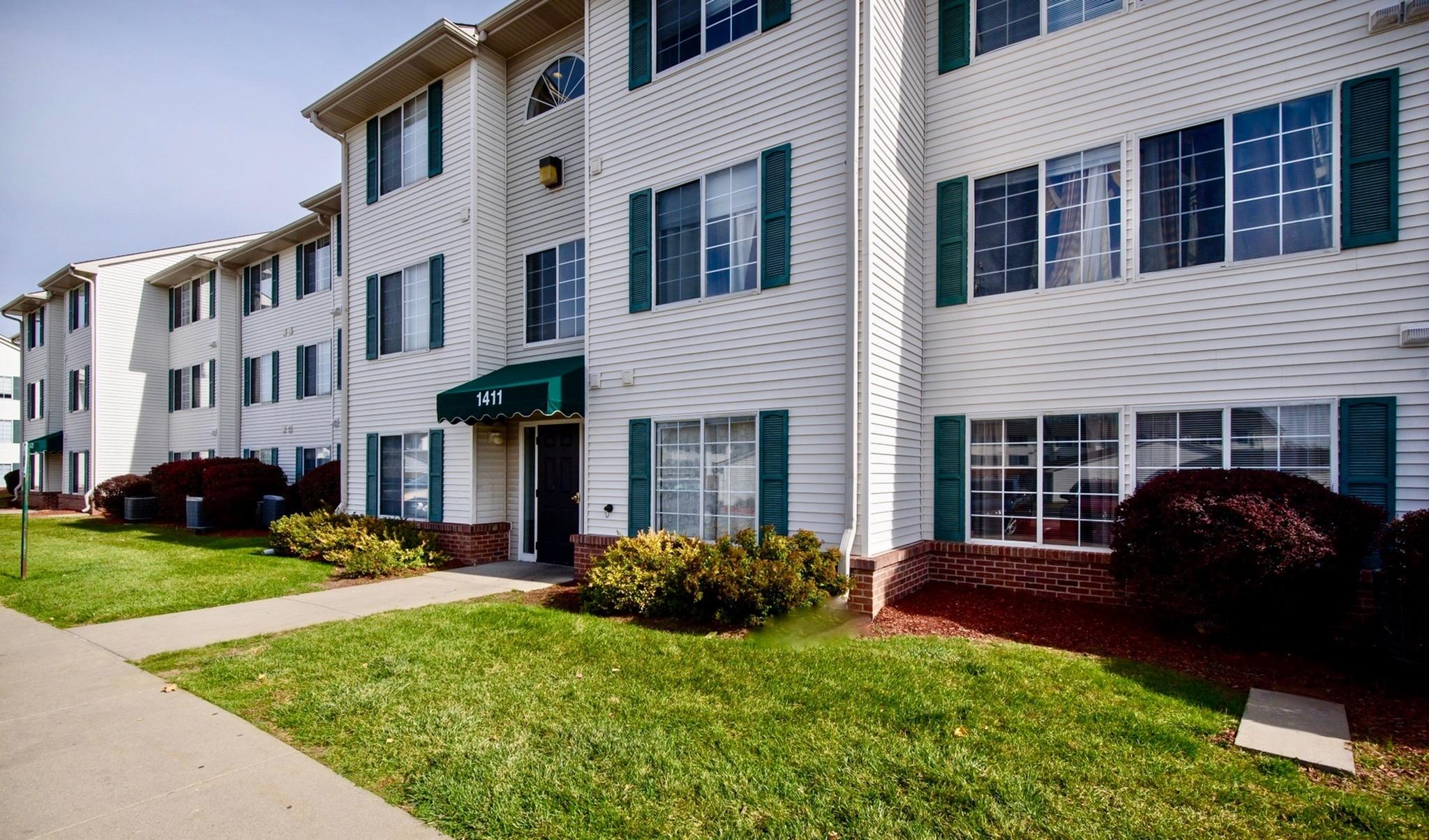 Pine Tree Apartments - NE